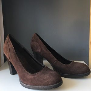 B.O.C Brown Suede Round Toe Pumps NWOT